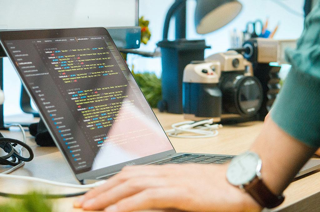 Webデザイナーはコーディングができた方がいいのか